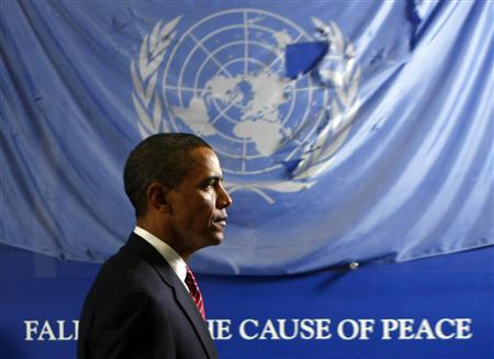 President Barack Obama in front of a UN Flag