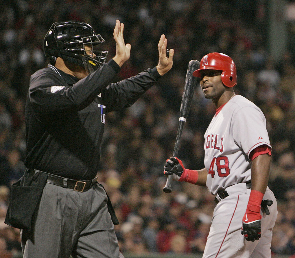 Angels' Torii Hunter Screams at Umpire