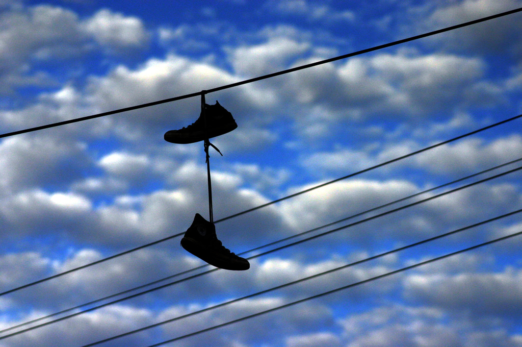 Shoe_tossing_in_Thornbury_(83702051)